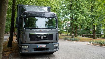 Parkeerverbod voor voertuigen boven de 7,5 ton: uitzondering mogelijk voor nutsmaatschappijen, onderhoudsfirma's voor groen en verhuisfirma's