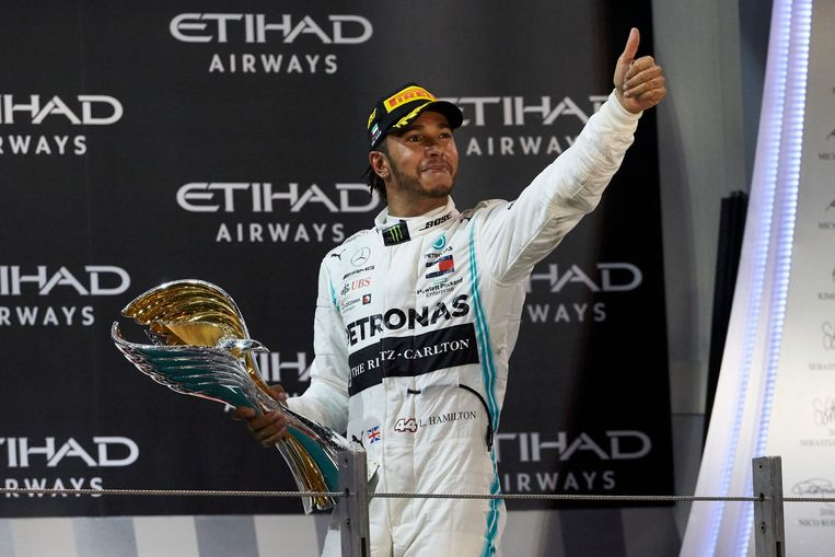 Hamilton na zijn zege in de Grand Prix van Abu Dhabi.