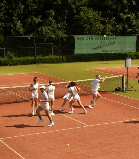 Absurdistische 'close harmony' op een tennisbaan in Tilburg-Noord