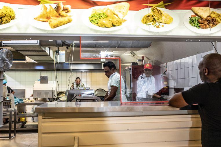 Roopram Roti in de Eerste van Swindenstraat. Beeld Nosh Neneh