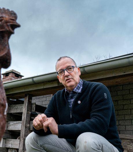 Kippenboer uit Heeswijk-Dinther schrijft gedichtenbundel over zijn hernia, 'dat sleepte me er doorheen'