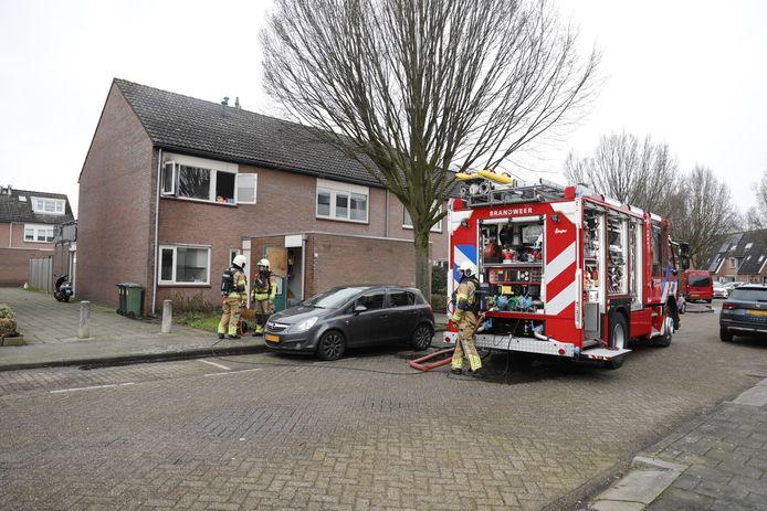 In een woning aan de Heliotroopdijk in Roosendaal woedde maandagmiddag brand.