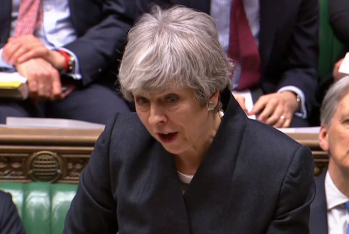 Theresa May in het parlement.