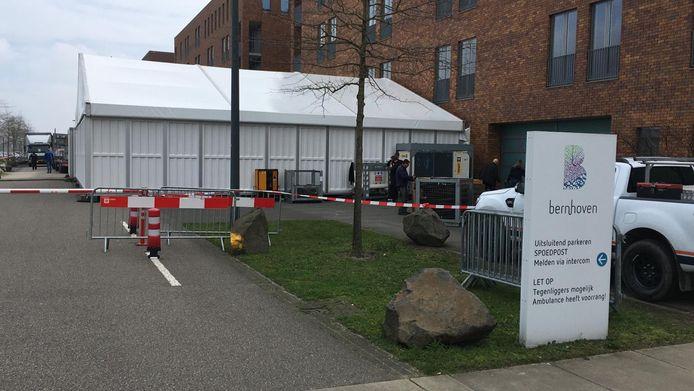 De triagetent bij de eerste hulp van ziekenhuis Bernhoven wordt vrijdag in gebruik genomen