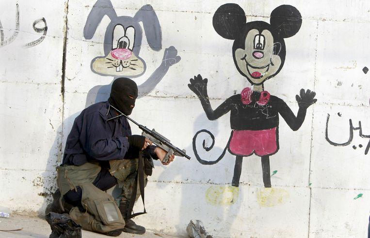 BUGS BUNNY & MICKEY MOUSE Palestijnse militant, W-Jordaanoever, 2014. Beeld ap