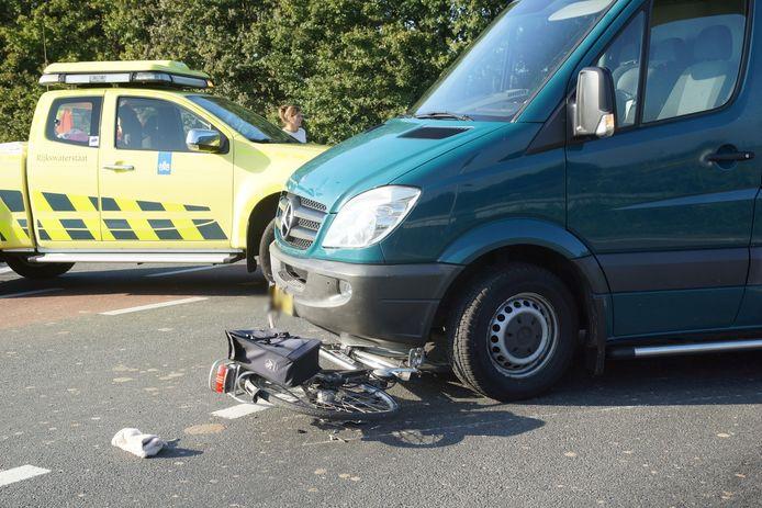 Fietsster gewond bij botsing met auto in Waspik