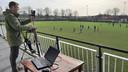 Izhar Geuze filmt de training van de benjamins van rugbyclub Oemoemenoe uit Middelburg.