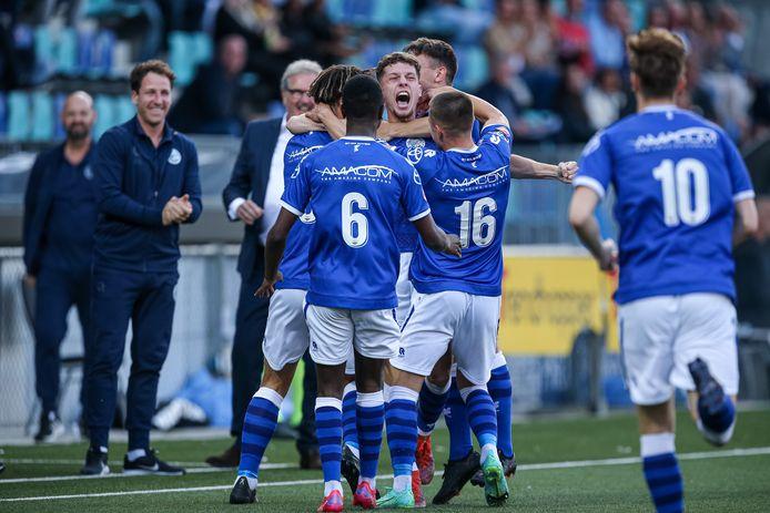 Roy Kuijpers schreeuwt het uit nadat hij FC Den Bosch in de eerste minuut op 1-0 heeft gezet. Het zou uiteindelijk niet genoeg blijken.