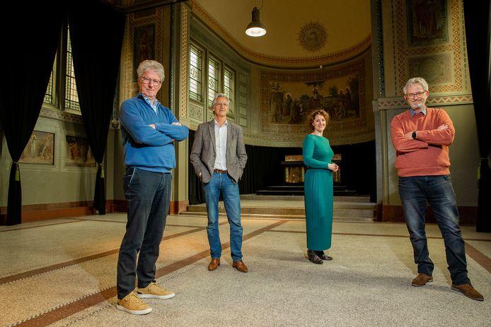 De initiatiefnemers van het Sinterklaasmuseum in de Boldershofkapel: Jaap van der Veen, Nico Verlaan, Dorenda Detiger-Romijnders en Peter Fontijn (van links naar rechts).