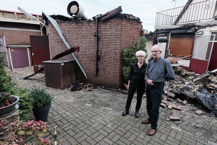 Het echtpaar Janssen woont pal naast het afgebrande partycentrum Lara in Loil.