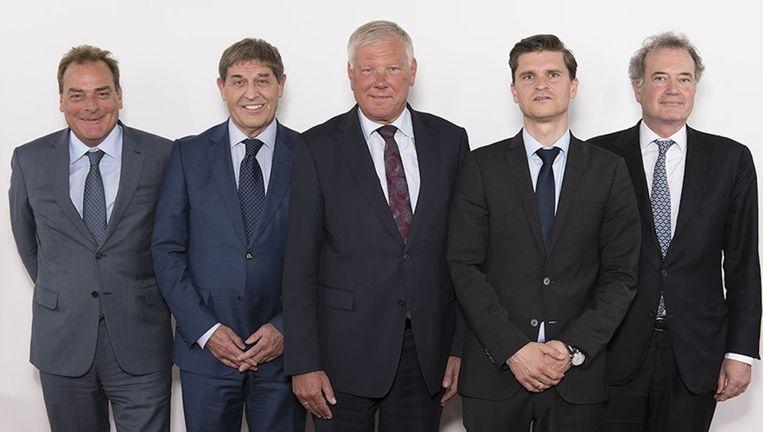 De Raad van Commissarissen van Ajax, met van links naar rechts: Leen Meijaard, Theo van Duivenbode, Leo van Wijk, Ernst Ligthart, Peter Mensing. Beeld Ajax