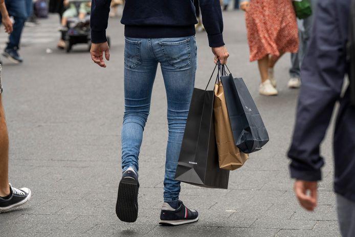 In een warenhuis op de Meir werden twee mannen betrapt met 700 euro aan buit.