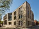 Woningbouwvereniging Tiwos verhuurt de nieuwbouw aan de Goirkestraat aan  Chapeau Woonkringen. Het ontwerp is van Walter van der Hamsvoord van DAT Architecten.
