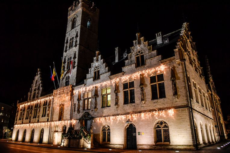 Stadhuis van Dendermonde is sfeervol aangekleed.