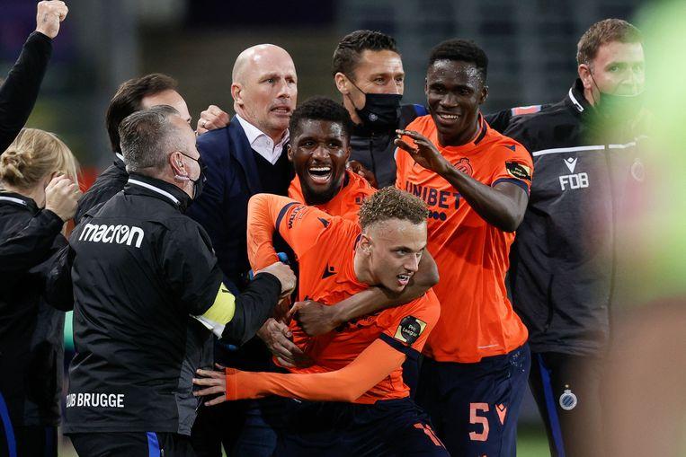 Noa Lang viert zijn goal die Club Brugge het kampioenschap brengt, maar niemand heeft het daar nog over. Beeld AFP