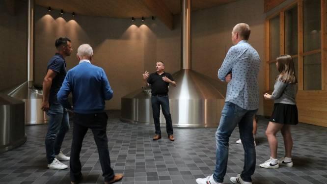 """Omer Vander Ghinste stelt op eerste Open Producentendag bezoekerscentrum gratis open: """"Leuke weetjes, quizzen en Omer drinken tussen koperen brouwketels"""""""