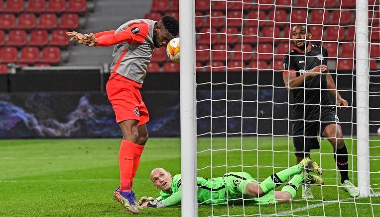 Young Boysspeler Jordan Siebatcheu scoort de openingsgoal tegen Leverkusen, tijdens de vorige ronde van de Europa League. Beeld Martin Meissner/AP