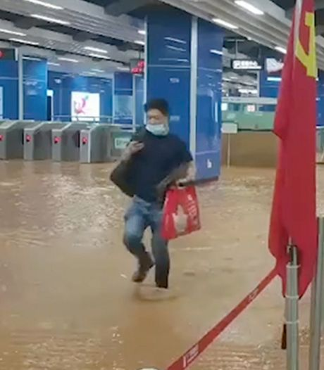 Une gare souterraine submergée par les eaux en Chine