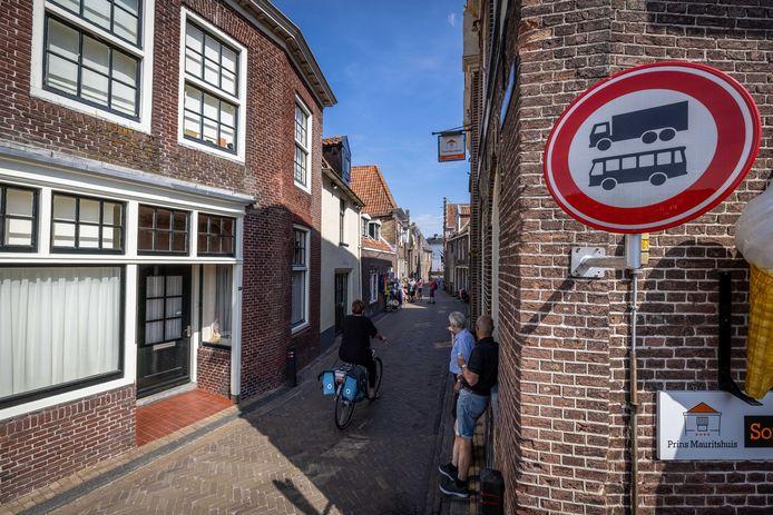Camera's moeten in de gaten houden welk verkeer de Brouwerstraat ingaat.