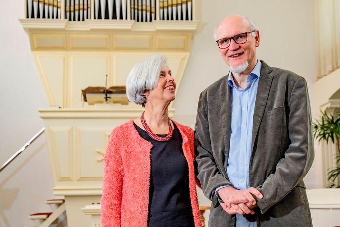 Dominee Guus Vos (65) neemt zondag na 7 jaar afscheid van Mijdrecht en gaat daarna met zijn vrouw Laura Vos (63) naar Malawi voor zendingswerk.