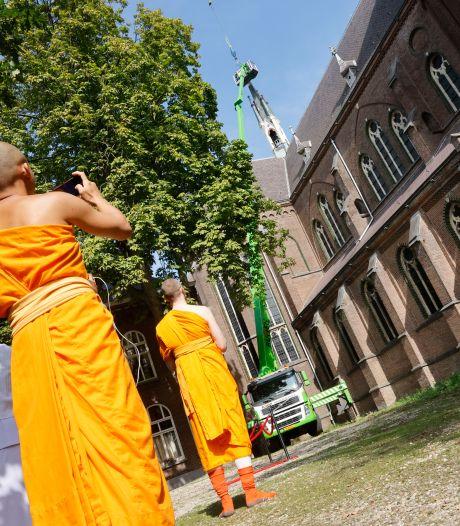 Afferdense kerk krijgt na vier jaar een boeddhistische kroon