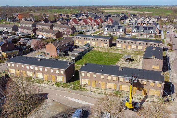 De te slopen woningen (onder en midden)  aan de Van Isselmudenstraat, Bonkenhaveweg, Kloosterweg en Monnikenweg en de in het kader  van de wijkverbetering al gerealiseerde Kloosterhof (boven)