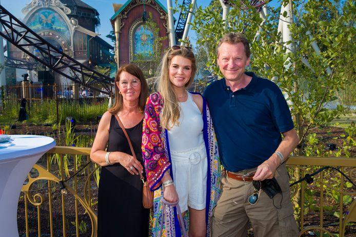 Justine De Jonckheere met ouders Jano en Tineke