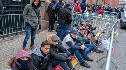 """Nog nooit raakten zo veel vluchtelingen erkenning kwijt: strengere wet en vakantie in """"onveilig thuisland"""" belangrijkste redenen"""