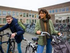 Even niet naar school, lekker toch? Nou, nee! Online les is niet fijn, vinden ze op het Sint Jans in Den Bosch