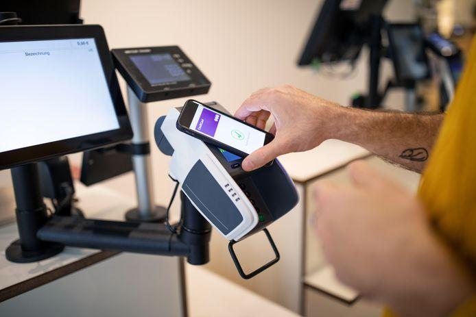 Déjà plus de paiements effectués à l'aide du smartphone qu'en 2020