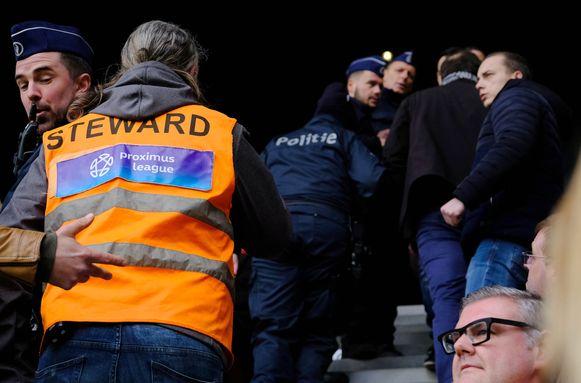 Even ophef op de hoofdtribune, toen enkele fans van Beerschot-Wilrijk hun doelpunt vierden.