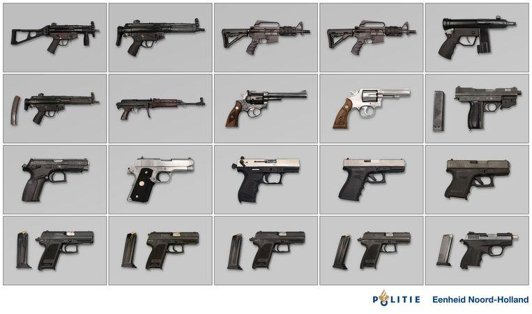 In de Hoofddorpse wijk Graan voor Visch werden in maart 2019 in een garagebox automatische vuurwapens aangetroffen. Het was de start van een uitgebreid recherche onderzoek. Beeld Politie