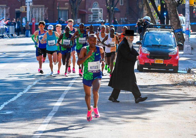 Renners op First Avenue tijdens de marathon van New York. Beeld AFP