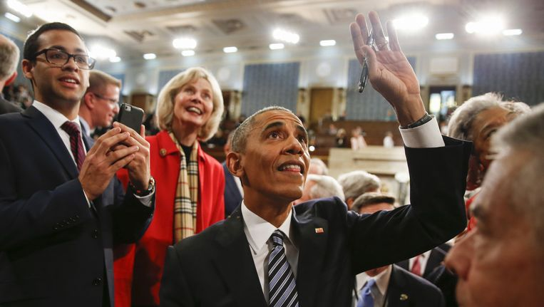 President Obama komt voor de laatste keer het Capitool binnen voordat hij aan zijn speech begint. Beeld reuters