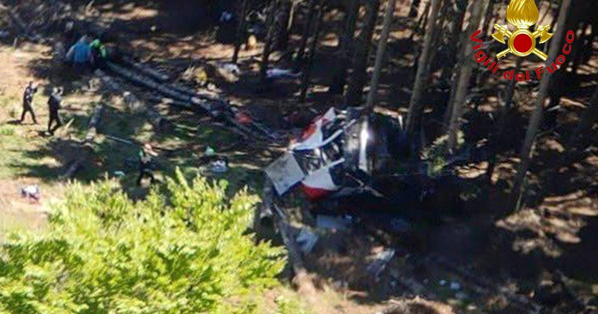 Ongeval met kabelbaan in Italië: 'Doden nadat cabine naar beneden stort'.