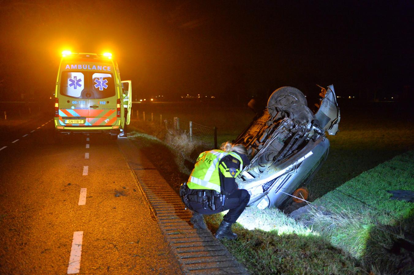 Bij een auto-ongeluk in Klarenbeek, vrijdagavond, raakte de bestuurder gewond.