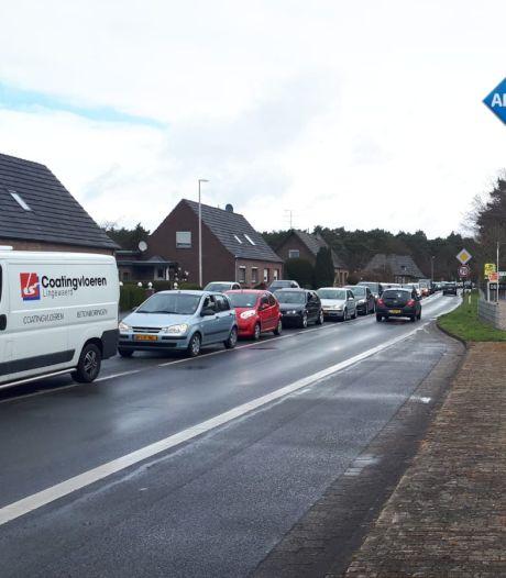 Nederlanders massaal Duitse grens over om te tanken op laatste dag zonder testplicht