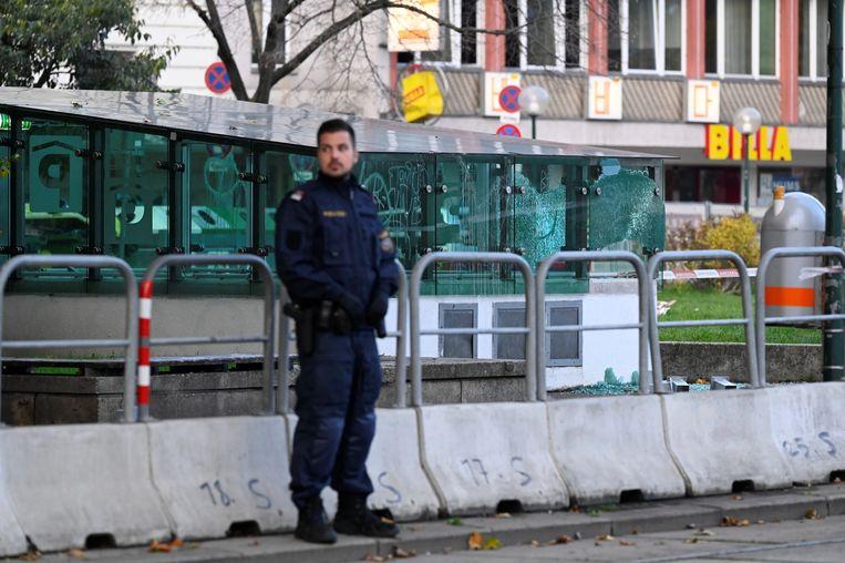 De politie heeft een van de daders doodgeschoten. Vermoedelijk één dader is nog voortvluchtig. Beeld Reuters