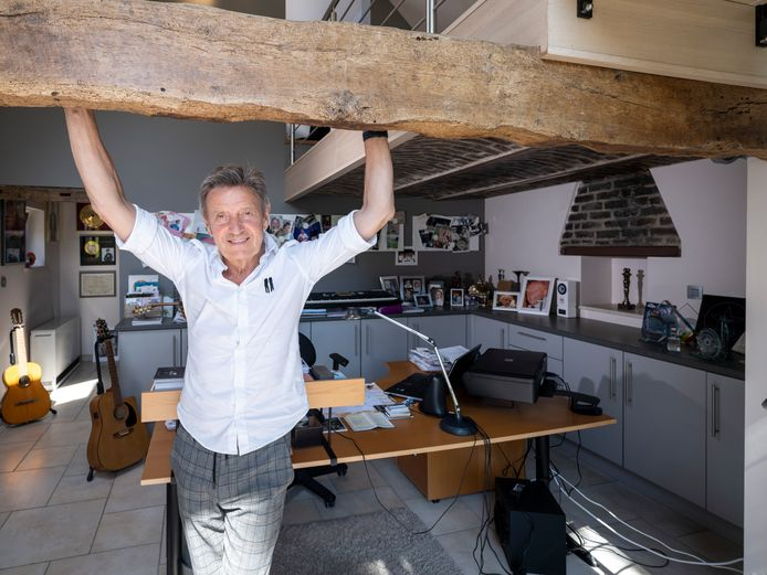 Willy Sommers in zijn 'mancave'.