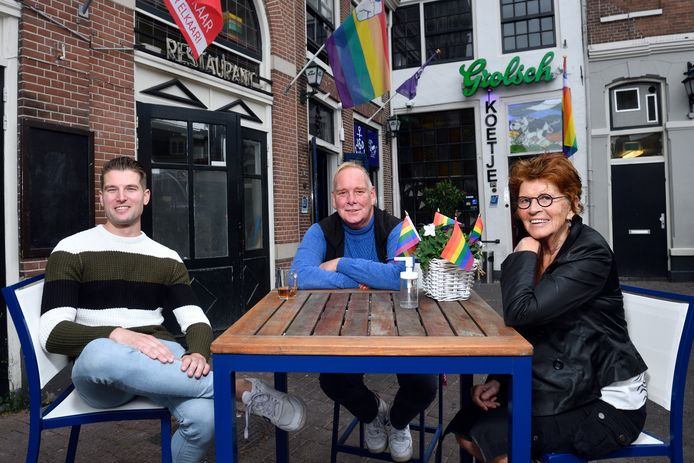 Jasper Moerdijk, Derk Koetje en Margreet van Hensbergen organiseren Coming Out Day.