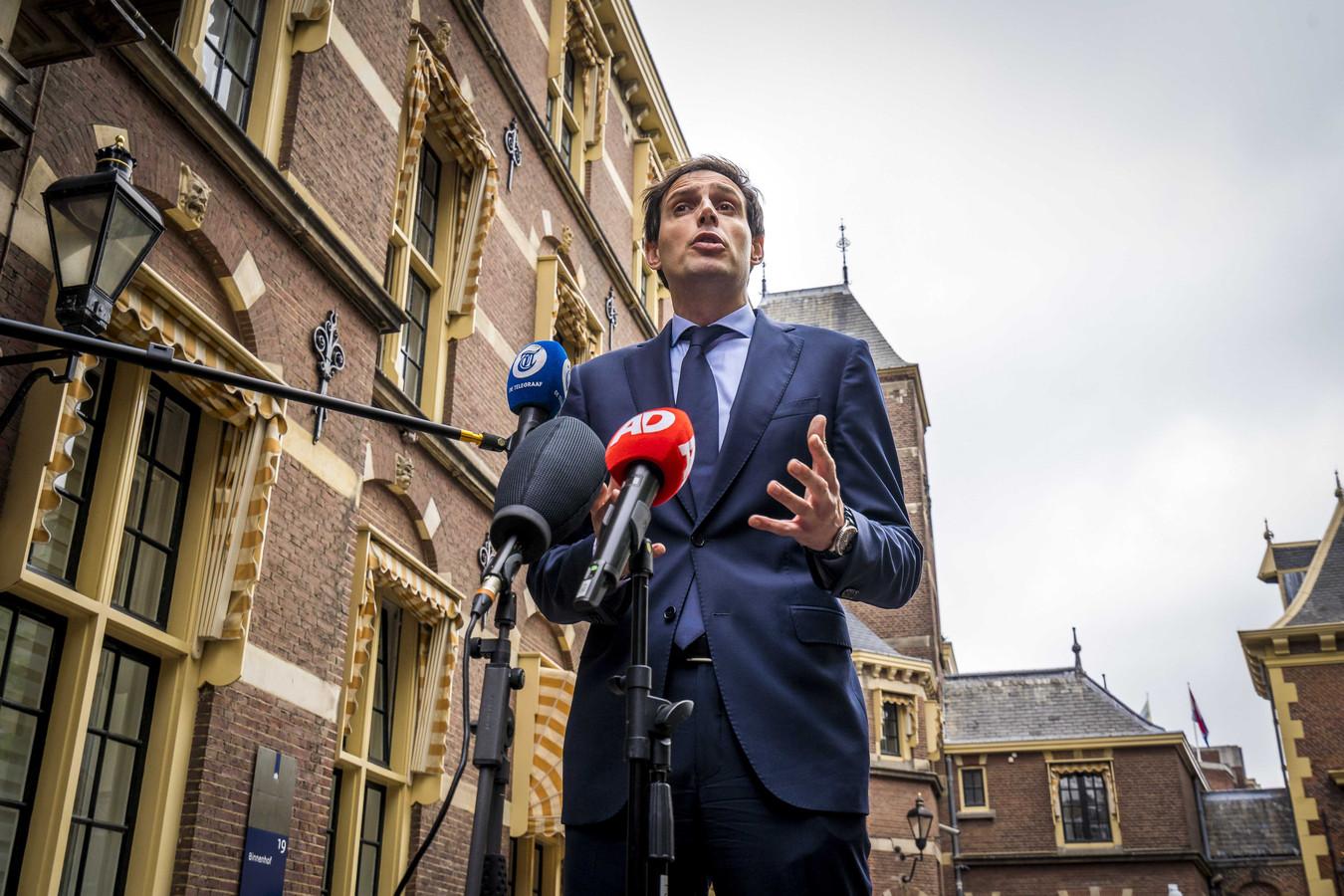 CDA-leider en demissionair minister Wopke Hoekstra staat de pers te woord over de onrust in zijn partij.