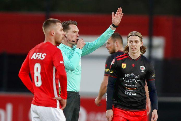 Jong AZ - Excelsior   Referee Robin Gansner