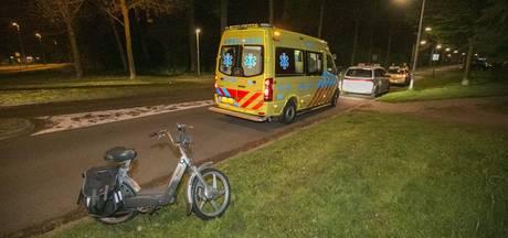 Snorfietser geschept door auto in Arnhem