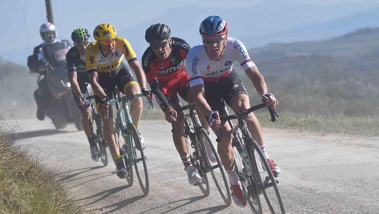 Zdenek Stybar, die hier leidt voor Greg Van Avermaet, won de vorige editie van de 'Strade Bianche'. Beeld TDW