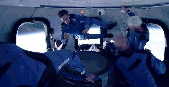 Oliver Daemen zwevend in de ruimte