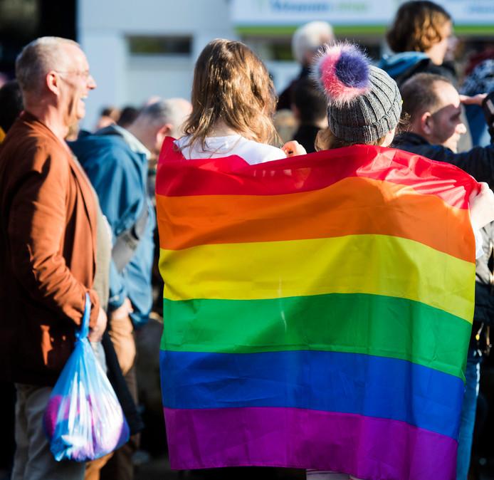 Deelnemers tijdens een demonstratie tegen homogeweld in Arnhem.
