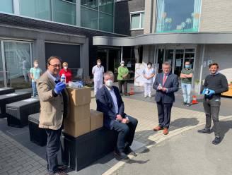 """Oostkamps biotechbedrijf ontwikkelt coronavaccin en schenkt intussen 1.500 handgels aan woonzorgcentra: """"Willen onze verantwoordelijkheid opnemen"""""""