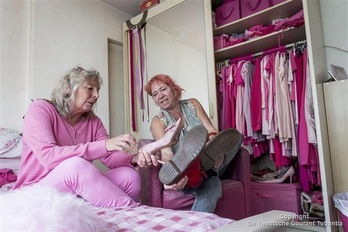 Zwangerschapskleding Enschede.Video Van Knoflookpers Tot Ondergoed Deze Vrouw Uit Enschede