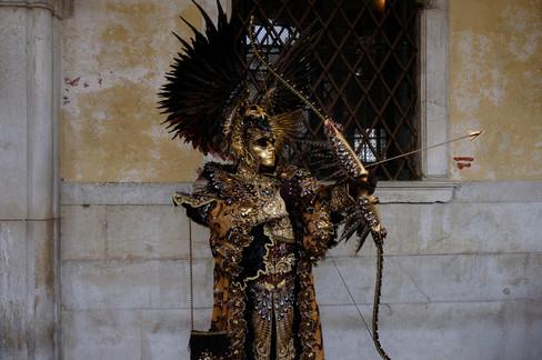 Foto van Wereldberoemd carnaval in Venetië afgetrapt met 'Engelenvlucht'