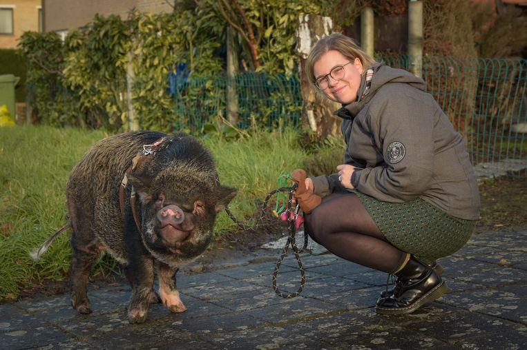 Silke Muysewinkel is het baasje van Bacon, en zij gaan samen op stap.